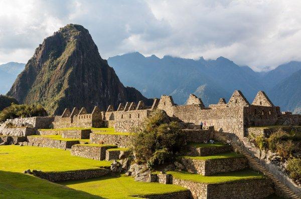 Bâtiments de Machu Picchu, au pied du Huayna Picchu
