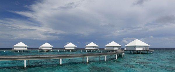 Un village de vacances de l'atoll Ari, aux Maldives