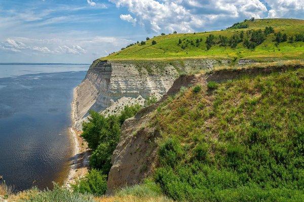 Rive de la Volga entre Saratov et Kamychine sur le rebord oriental du plateau de la Volga.
