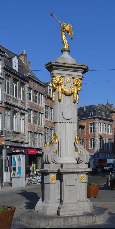 Pompe de l'Ange, ½uvre de 1791 du sculpteur François-Joseph Denis, rue de l'Ange à Namur.