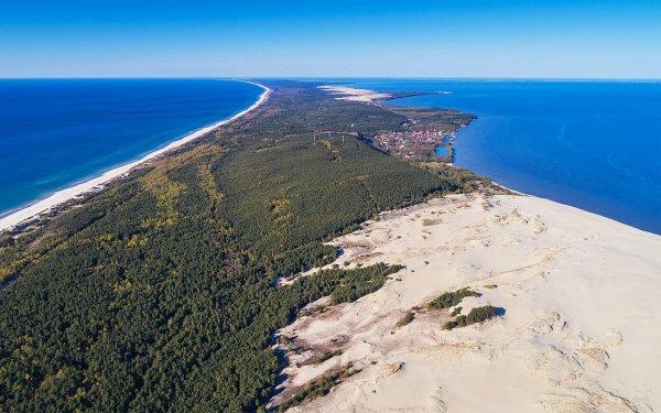 L'isthme de Courlande, cordon littoral partagé entre la Russie et la Lituanie, séparant la mer Baltique de la lagune de Courlande