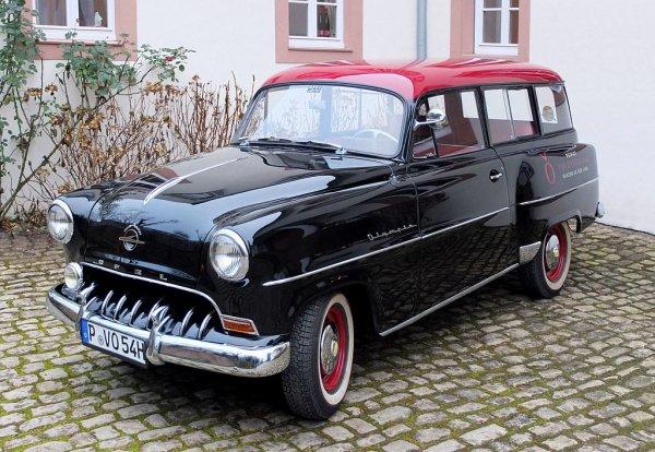 Une Opel Olympia-Rekord Caravan, modèle 1954.