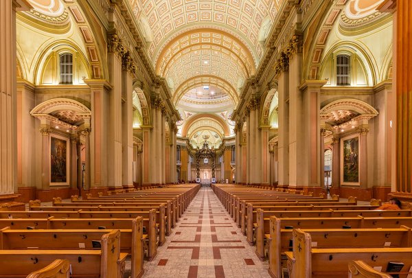 Vue intérieure de la basilique-cathédrale Marie-Reine-du-Monde de Montréal.