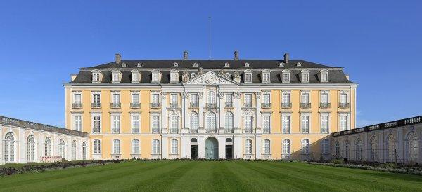 La façade ouest du château d'Augustusburg (Rhénanie-du-Nord-Westphalie)