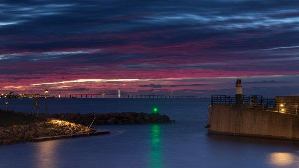 Le pont de l'Øresund vu du port de Västra hamnen, à Malmö