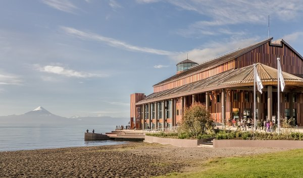 Le Teatro del Lago, le lac Llanquihue et l'Osorno (région des Lacs, au Chili)