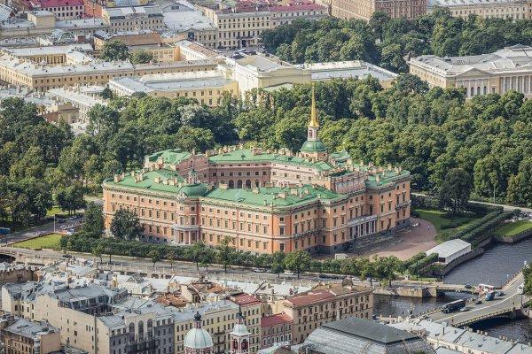 Vue aérienne du château des Ingénieurs, à Saint-Pétersbourg