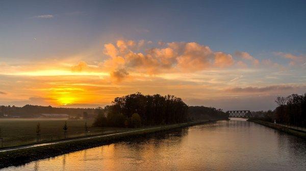 Le canal Dortmund-Ems à Lüdinghausen (Rhénanie-du-Nord-Westphalie)