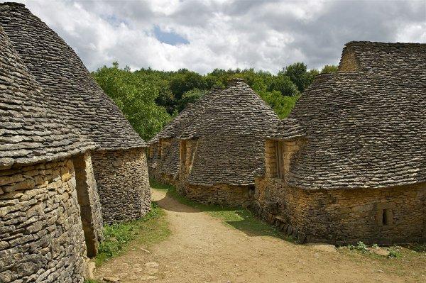 Les « Cabanes du Breuil », au lieudit Calpalmas, à Saint-André-d'Allas, dans le Périgord