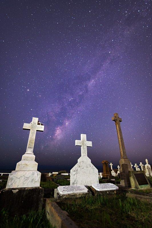 Le cimetière de Waverley (Sydney) sous la Voie lactée