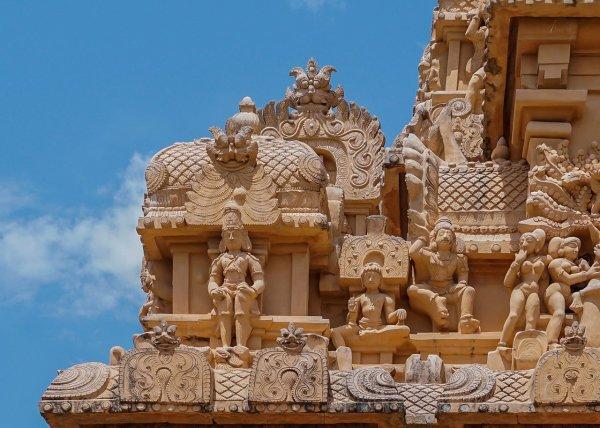 Sculptures du gopuram du temple de Brihadesvara (État indien du Tamil Nadu)