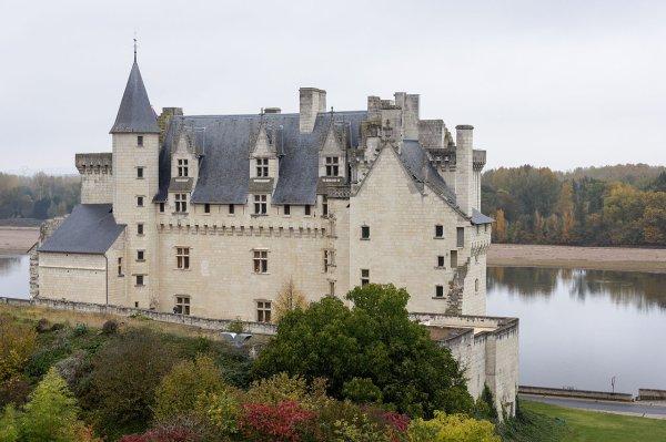 Le château de Montsoreau au bord de la Loire.