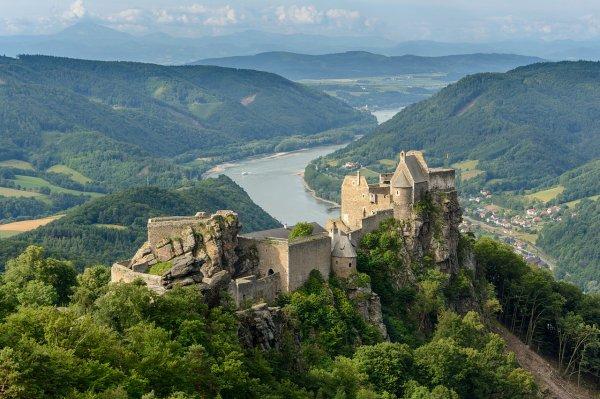 Ruines du château d'Aggstein surplombant la vallée de la Wachau, en Basse-Autriche