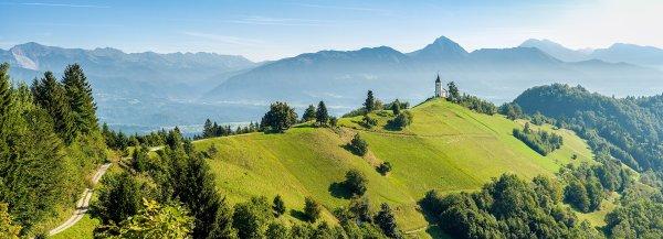 Paysage de Haute-Carniole, avec le Stor¸ič et les Alpes kamniques en arrière-plan