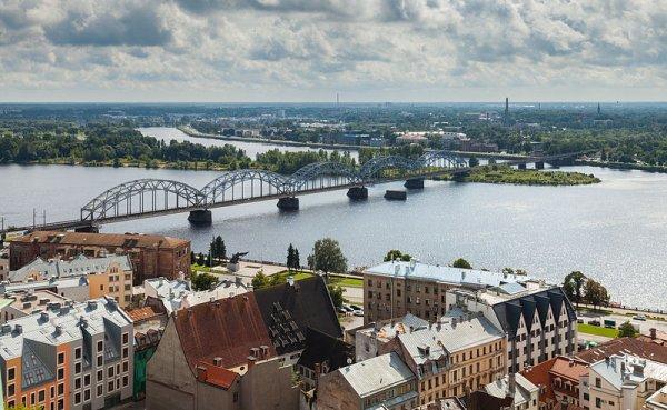 Pont ferroviaire sur la Daugava, vu de l'église Saint-Pierre de Riga