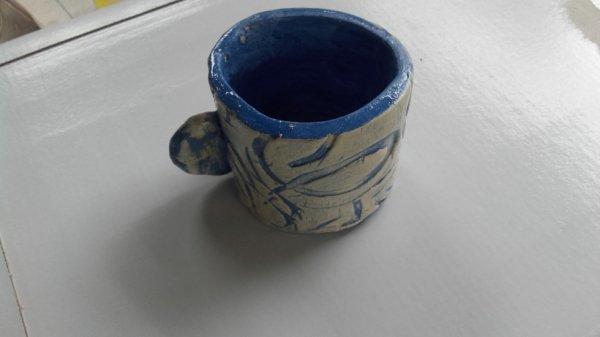 petite tasse d'une petite Ema 8ans.