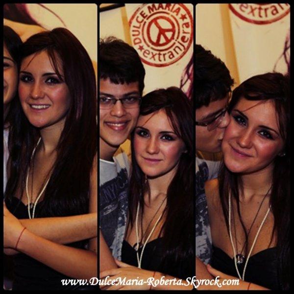 Dulce Maria Foto me Fansa ne Brasil♥♥♥♥