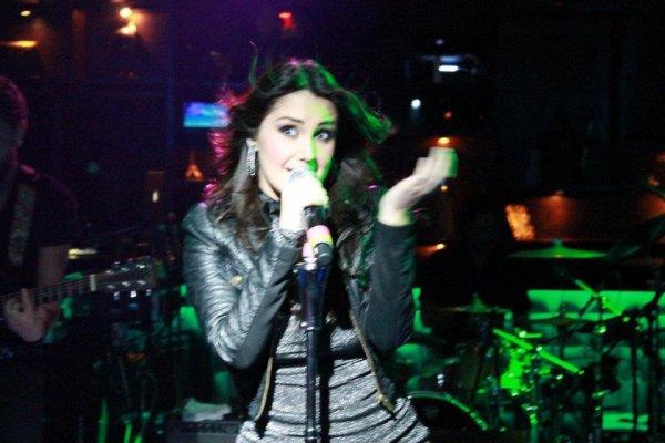 Dulce Maria - Classico Tijuana, México (16.03.12)