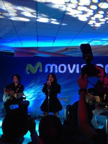 Dulce María se apresentando em show privado da Movistar em Puebla, México (09.05.12)