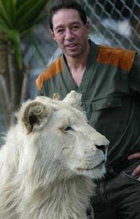 vivre avec les lions craig bush l 39 homme aux lions les animaux. Black Bedroom Furniture Sets. Home Design Ideas