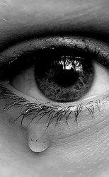 * J'me sens tellement pitoyable lorsque je pleure pour toi, alors que je ne t'ai jamais rencontrée.*