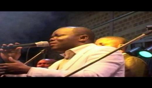 Interview avec le fr Elvis Ngemba en concert