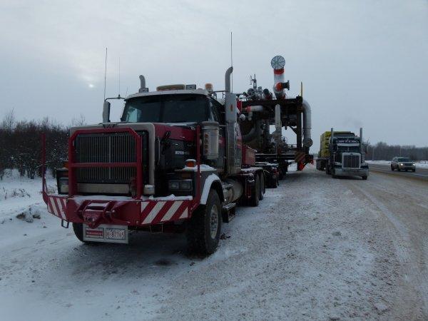 ;)    Convois exceptionnels croisés sur Fort McMurray en Alberta    ;)