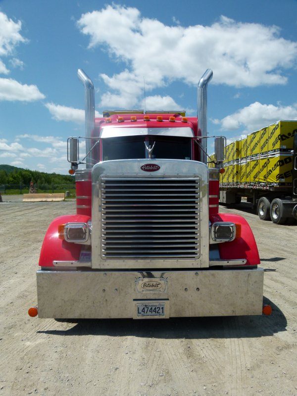 """:)    Divers """"trucks"""" vu un peu partout    :)"""