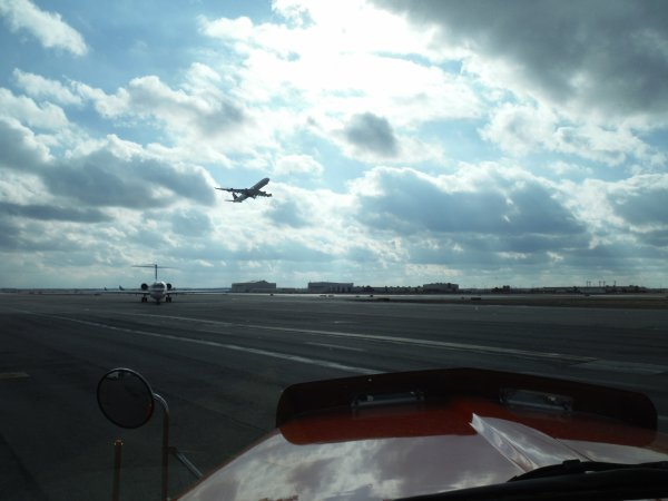 :)    Aeroport de Détroit    :)