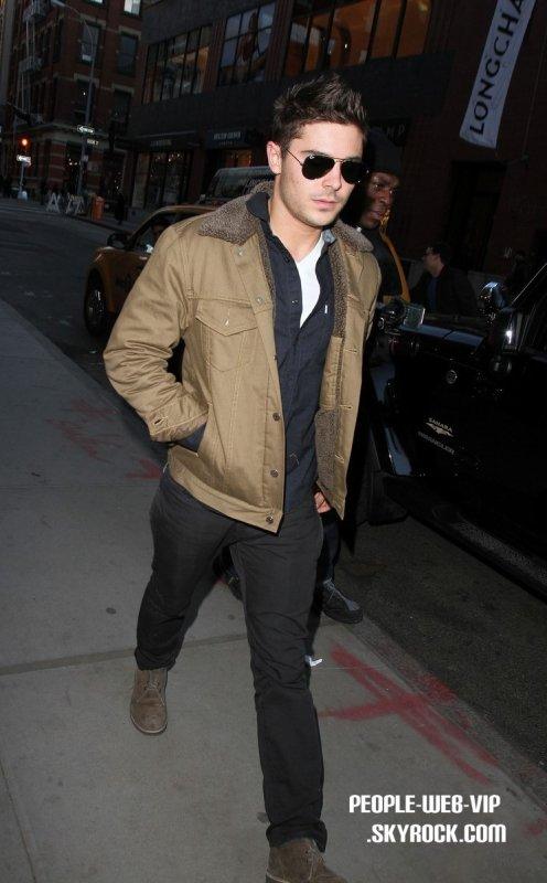 > Zac Efron   Zac est de sortie apres avoir fait quelques courses  (jeudi (Mars3) dans le quartier de SoHo à New York City)