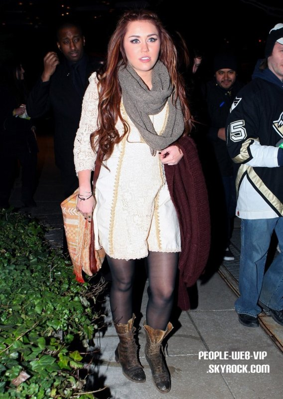 > Miley Cyrus  Miley de sortie au restaurant Tao pourle dîner ( New Yorkjeudi soir(Mars3).