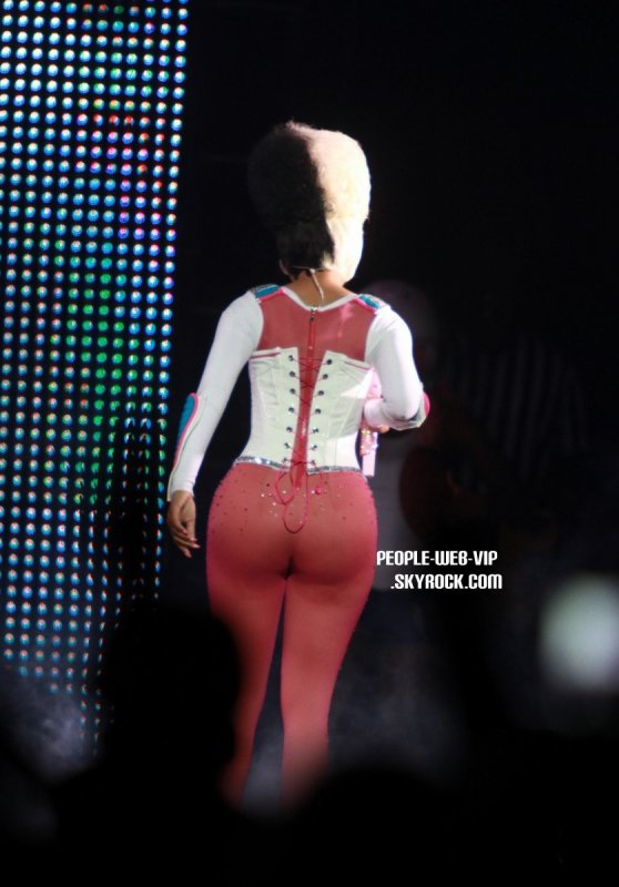 > Nicki Minaj   Nicki en pleine performance au HSBC Arena  (vendredi (Mars 18) à Buffalo, NY.)