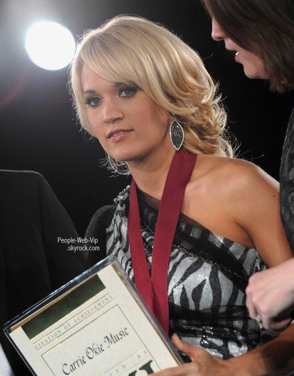 > Carrie Underwood et Taylor Swift   Taylor et Carrie sur le tapis rouge des 2011 BMI Country Awards (mardi (Novembre 8) à Nashville, au Tennessee)