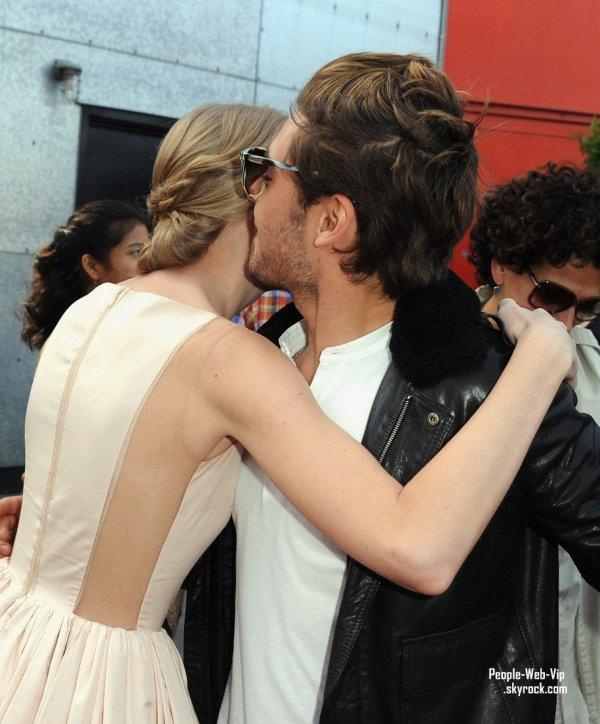 Zac Efron et Taylor Swift pose à la première de leur film Dr. Seuss 'The Lorax' à Universal Studios Hollywood (dimanche (Février 19) à Universal City, Californie)