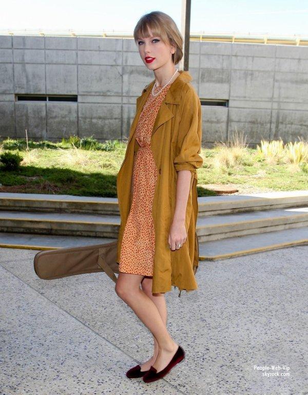 Taylor Swift aperçu à l'aéroport de LAX  (lundi (19 Mars) à Los Angeles)