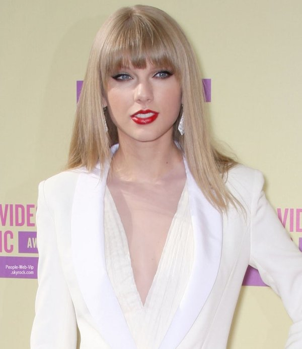 Taylor Swift sur le tapis rouge des MTV Awards 2012 Video Music tenue au Staples Center  (jeudi (Septembre 6) à Los Angeles.)