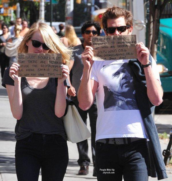 Emma Stone et Andrew Garfield profitent de leur célébrité pour aider à apporter un peu d'attention à leurs organismes de bienfaisance  ( samedi (Septembre 15) à New York.)