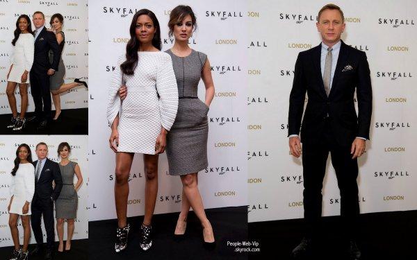 Daniel Craig pose pour les photographes pendant une séance photo pour promouvoir son nouveau film Skyfall  (lundi (Octobre 22) à l'Hôtel Dorchester à Londres, en Angleterre.)