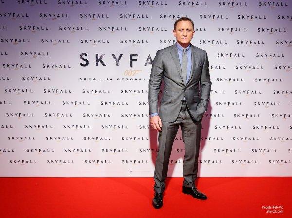 Daniel Craig et son équipe assiste à la première de son film Skyfall  à Rome  (à l'Espace Moderno vendredi (Octobre 26), à Rome, en Italie)