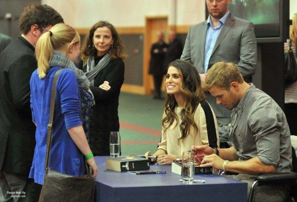 Kellan Lutz pose avec sa co-star Nikki Reed alors qu'il assistait à une séance de dédicaces pour leur prochain film The Twilight Saga: Breaking Dawn - Part 2 au Centre de Convention de Dublin ( samedi (Octobre 27) à Dublin, Irlande.)