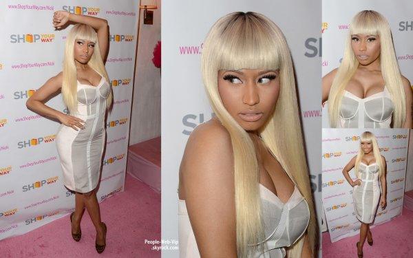 Nicki Minaj sur le tapis rose lors d'un évènement pour promouvoir sa K-Mart Collection  (vendredi (Mars 1) à Fig & Olive à West Hollywood, en Californie)