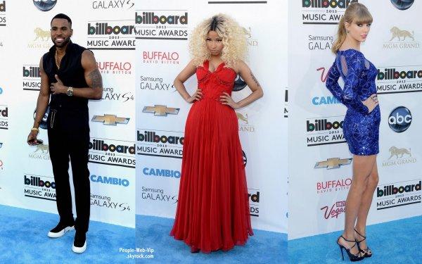 Miley Cyrus, Nicki Minaj, Jason Derülo et Taylor Swift sur le tapis bleu des 2013 Billboard Music Awards  (dimanche (19 mai) à Las Vegas.)