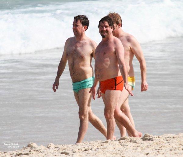Les acteurs de Very Bad Trip Bradley Cooper, Ed Helms, Zach Galifianakis, Justin Bartha on quitter la France lundi soir pour une direction plus chaude .. LE BRÉSIL! Ils ont été aperçus sur la plage à Rio de Janeiro (au Brésil, le mardi (28 mai).