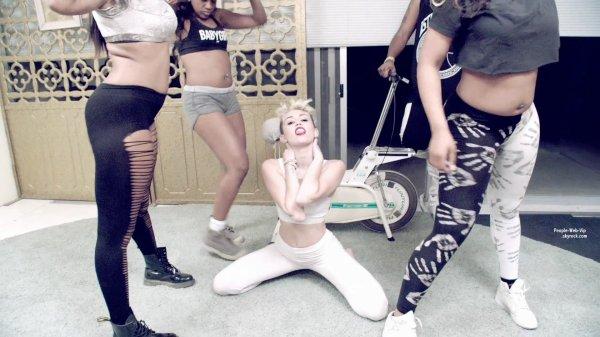 """7 002 963 de vues en 1 jour !!! C'est le nouveau clip HOT de Miley Cyrus !! """"We Can't Stop""""  QU'EN PENSEZ VOUS ?"""