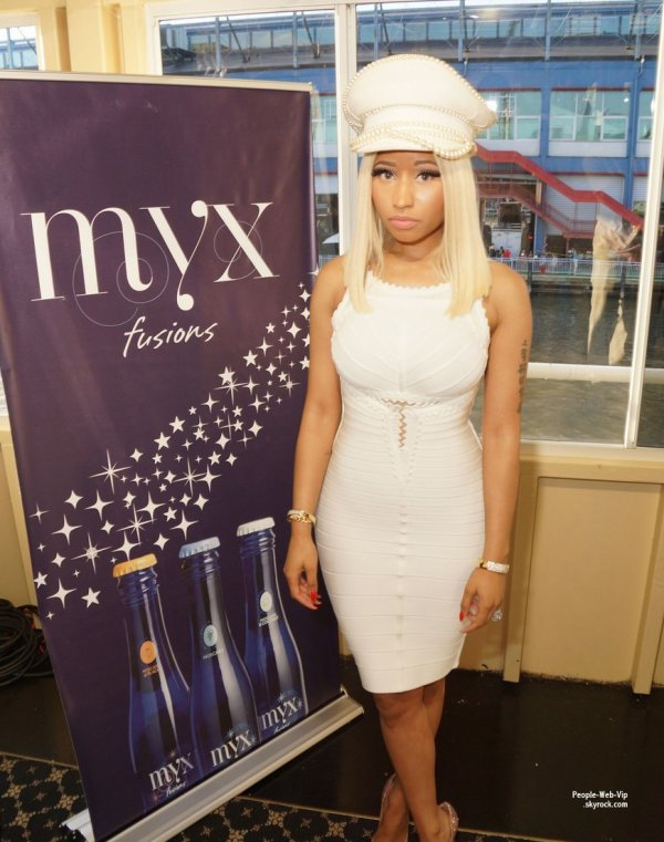 Nicki Minaj aperçue au Myx Fusions 4th of July Private Affair avec son petit ami  (jeudi (4 Juillet) au Pier 59 à New York.)