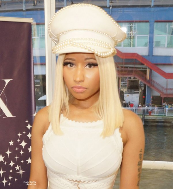 Nicki Minaj aperçue au Myx Fusions 4th of July Private Affair avec son petit ami  (jeudi (4 Juillet) au Pier 59 à New York.)