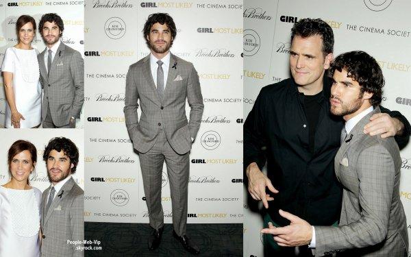 """En hommage a Cory Monteith et pour honorer sa mémoire, Darren Criss portait hier un ruban noir  en l'honneur de Cory pour la première de son film """"Girl Most Likely"""". ( au Landmark Sunshine Cinema lundi (15 Juillet) à New York.)"""