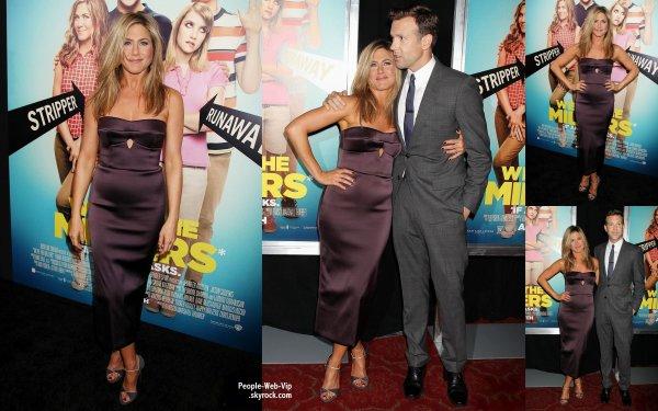 ENCEINTE OU PAS ENCEINTE ?   Jennifer Aniston aperçue à la première de son dernier film Nous sommes les Millers  (au Théâtre Ziegfeld le jeudi (1 Août) à New York.)