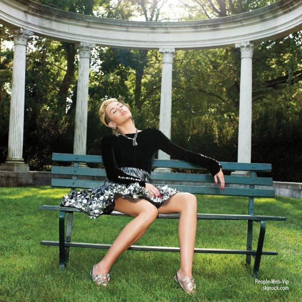 """MILEY CYRUS : Découvrez son photoshoot élégant pour le magazine """" Harper's Bazaar """"  J'adore et vous ?"""