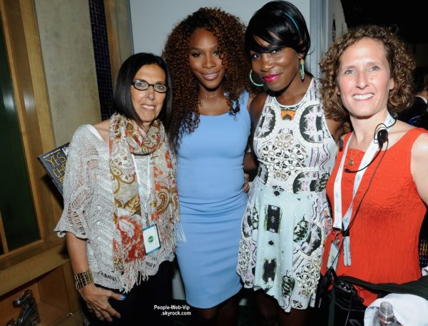 Serena Williams aperçue sur le tapis des BNP Paribas Taste of Tennis 2013 avec sa soeur  Venus Williams  (à l'Hôtel W New York le jeudi (22 Août) à New York.)